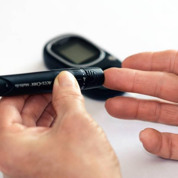 Científicos de Brasil desarrollan anteojos que ayudan a controlar diabetes