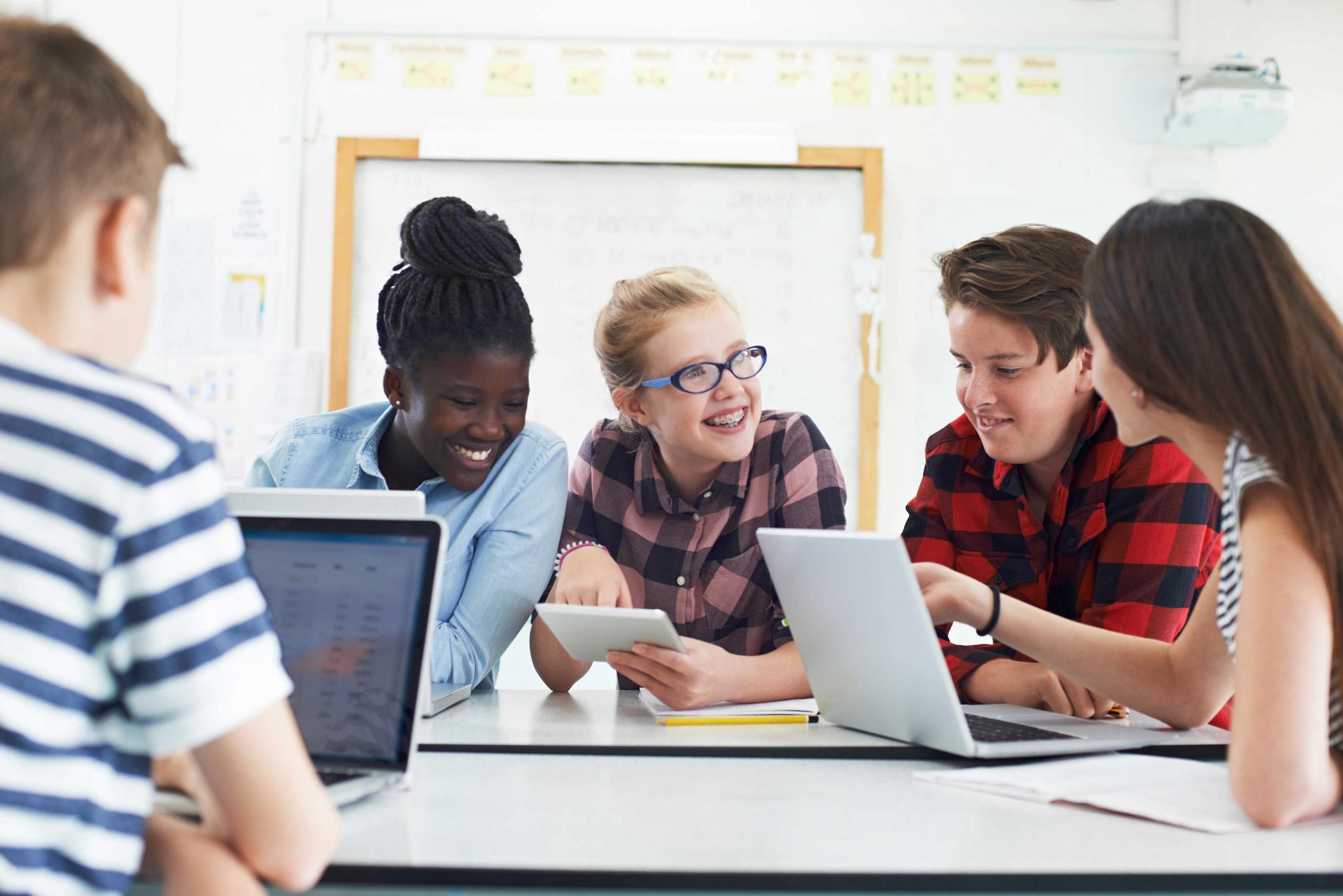 Enseñanza colaborativo: el futuro inmediato de las TIC en el cátedra