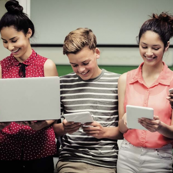 Beneficios e inconvenientes del uso de las redes sociales en el cátedra
