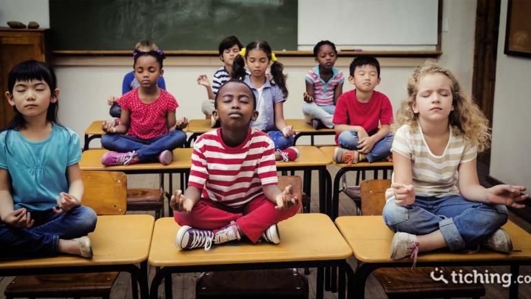 Yoga en el cátedra: aplicando una metodología pedayóguica en tus clases.
