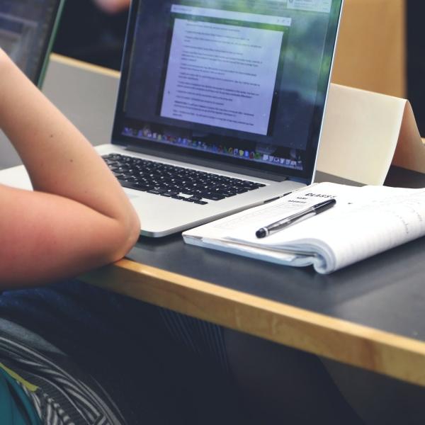 Nueva Prueba de Transición: rinde el test de Comprensión Lectora en el test online de Santo Tomás