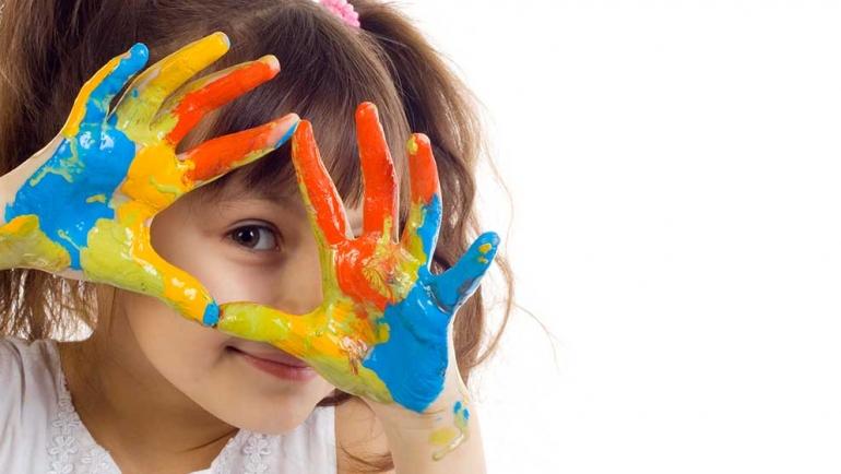 Beneficios de las actividades plásticas para los niños (y los mayores)